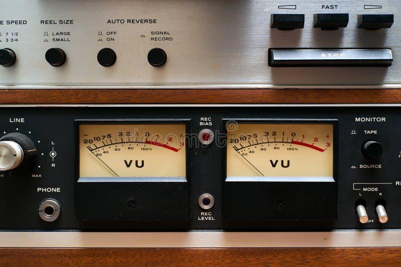 Contadores del VU del primer en la cubierta de cinta analogica imagen de archivo