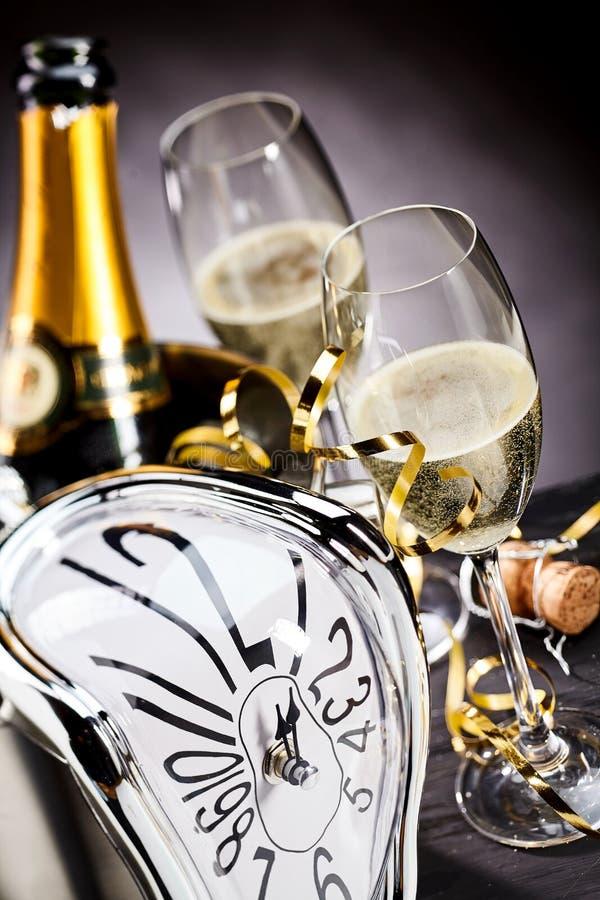 Contagem para baixo à meia-noite na véspera de anos novos imagem de stock royalty free