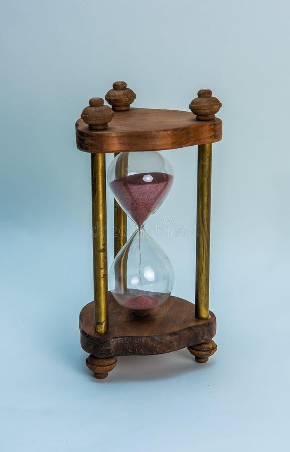 Contagem regressiva do tempo da ampulheta do vintage da areia fotografia de stock royalty free
