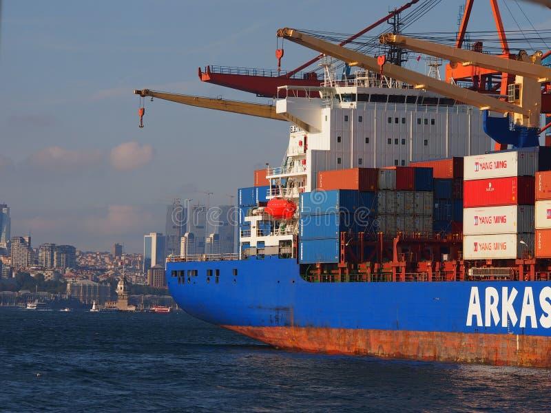 Container di trasporto della nave da carico fotografie stock libere da diritti