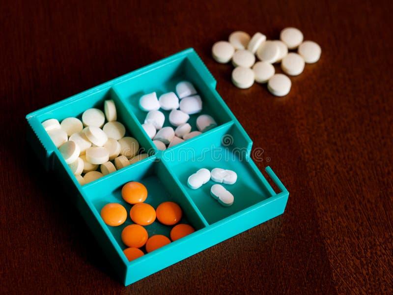 Container met vier compartimenten voor tabletten royalty-vrije stock foto's
