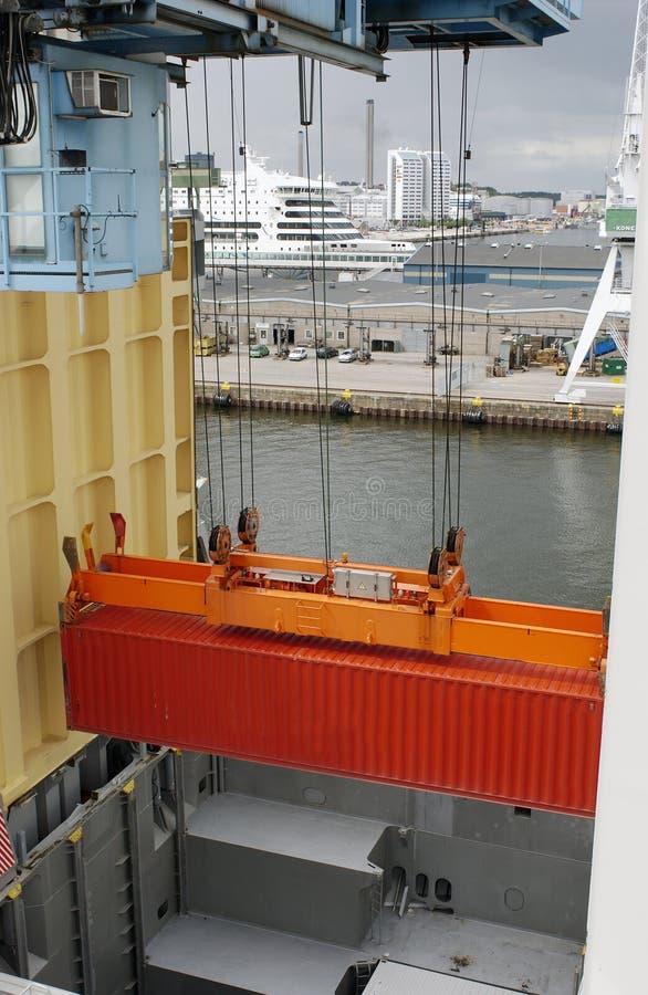 Container in mid-air stock afbeeldingen