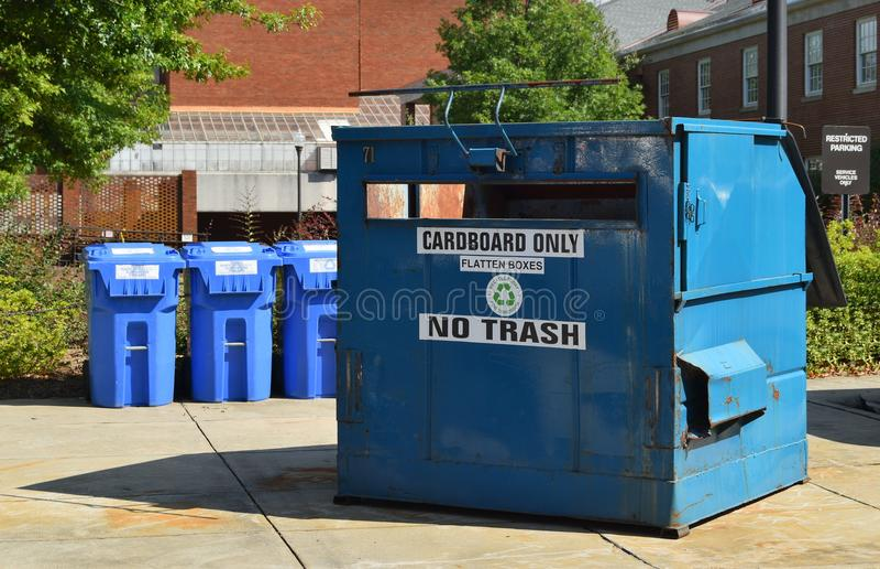 Container voor karton recycling royalty-vrije stock foto's