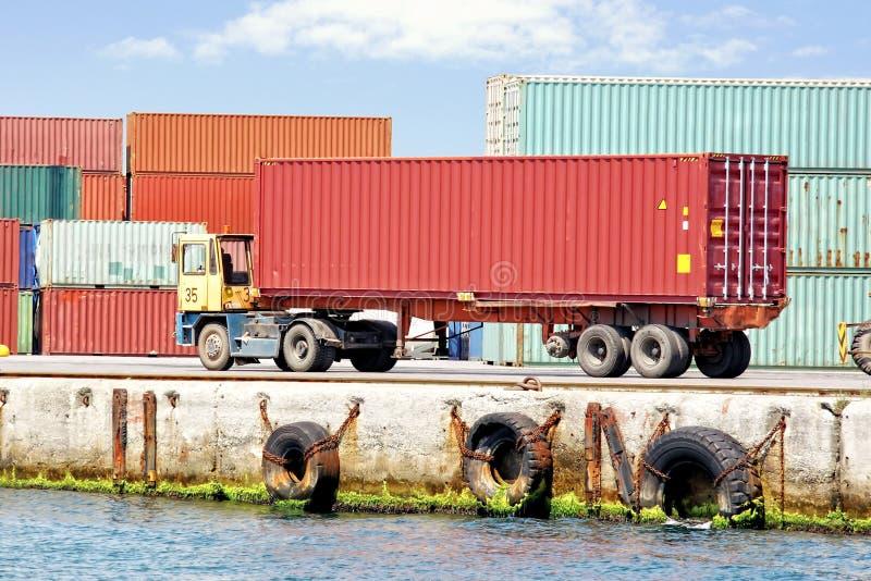 Containerfahrzeug lizenzfreies stockbild