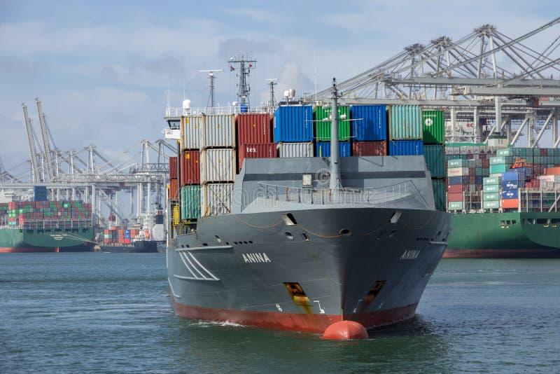 Containerhaven het verschepen stock foto
