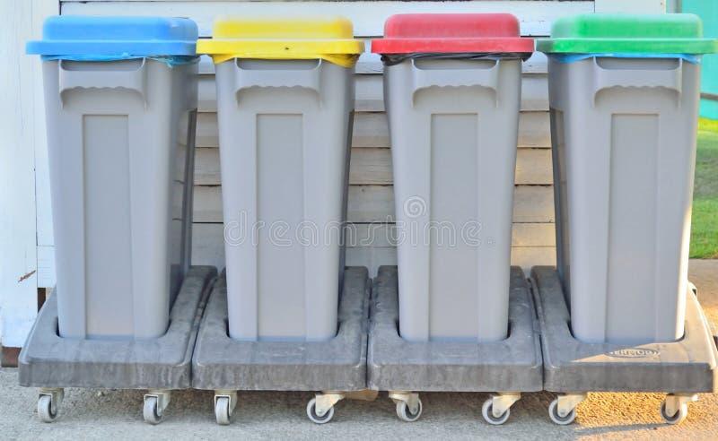 Containers voor gescheiden inzameling van huisvuil royalty-vrije stock afbeeldingen