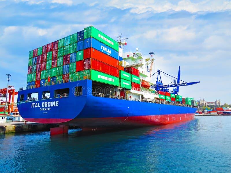 Containerschiff Ital Ordine stockbild