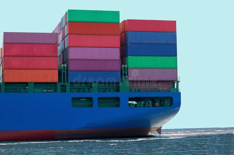 Containerschiff mit Fracht-Behältern stockfoto