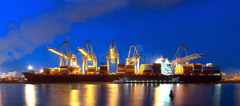 Containerschiffpanorama lizenzfreie stockbilder