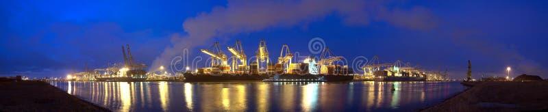Containerschiffpanorama lizenzfreies stockfoto