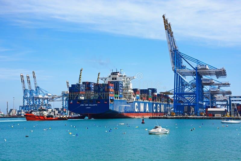 Containerschip in Birzebugga-haven, Malta stock fotografie