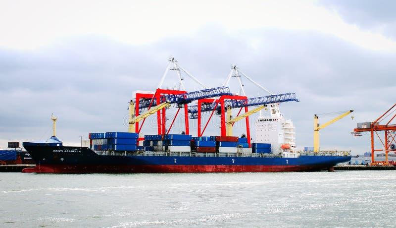 Containerschip Conti Arabella bij de Rode Haak Marine Terminal in Brooklyn royalty-vrije stock fotografie