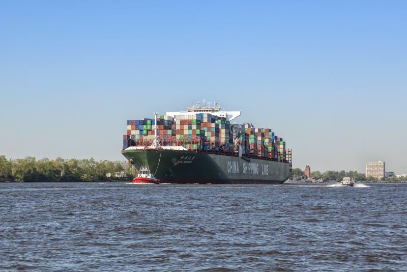 Containerschip CSCL MARS op Elbe rivier in Hamburg royalty-vrije stock foto's