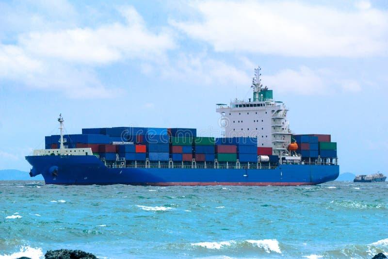 Containerschip, Verschepende lading, Bedrijfslogistiek royalty-vrije stock afbeelding