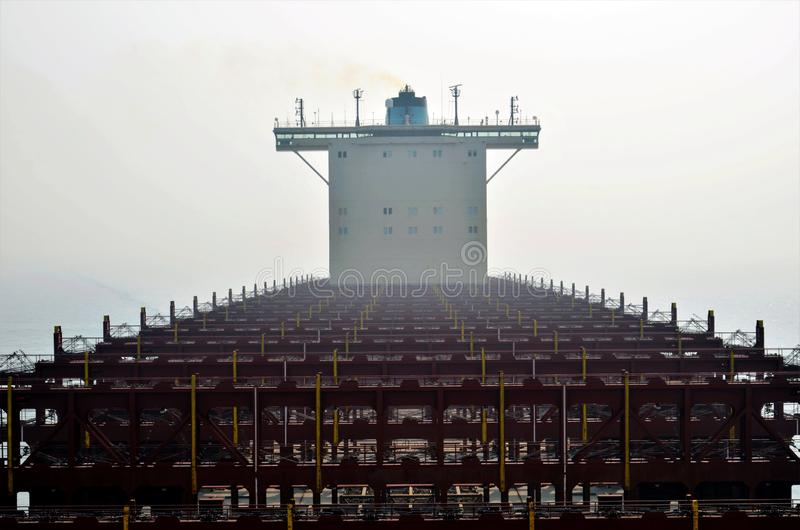 Containerschip zonder de lading stock afbeelding