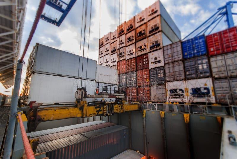 Containerverrichtingen - Tilbury, het UK royalty-vrije stock foto's