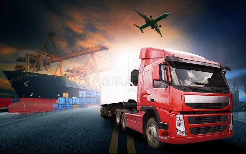 Containervrachtwagen, schip in haven en vrachtvrachtvliegtuig in transpo royalty-vrije stock afbeeldingen