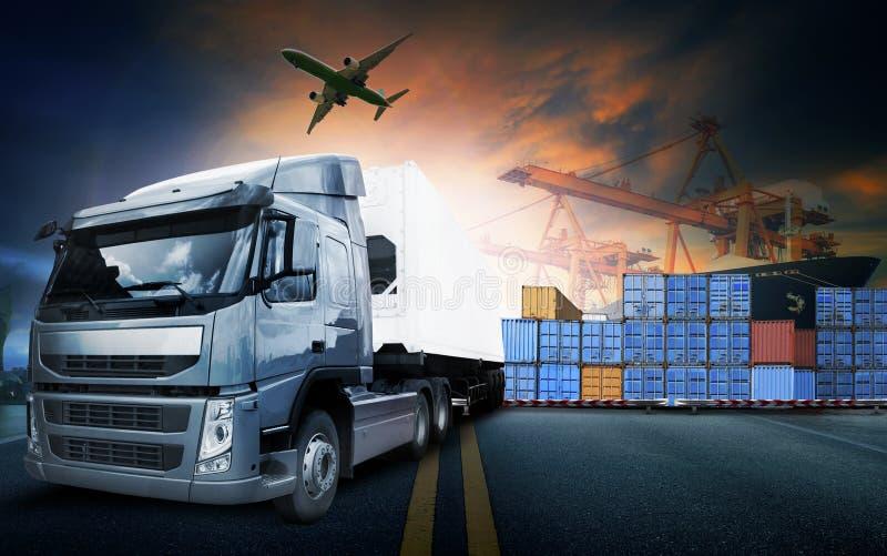 Containervrachtwagen, schip in haven en vrachtvrachtvliegtuig in transpo royalty-vrije stock afbeelding