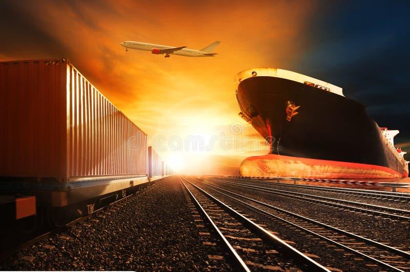 Containerzüge, Handelsschiff auf Hafenfracht-Transportflugzeugflorida stockbilder
