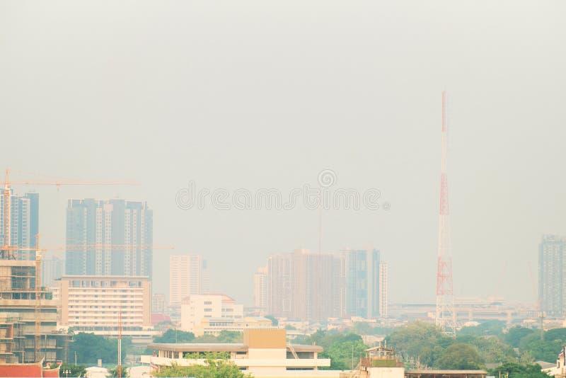 Contaminación atmosférica de porciones de polvo o de PM2 la partícula 5 excede el estándar en Bangkok, Tailandia Efecto negativo  imagen de archivo libre de regalías