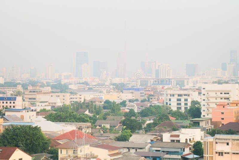 Contaminación atmosférica de porciones de polvo o de PM2 la partícula 5 excede el estándar en Bangkok, Tailandia Efecto negativo  fotografía de archivo