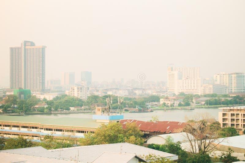 Contaminación atmosférica de porciones de polvo o de PM2 la partícula 5 excede el estándar en Bangkok, Tailandia Efecto negativo  foto de archivo libre de regalías