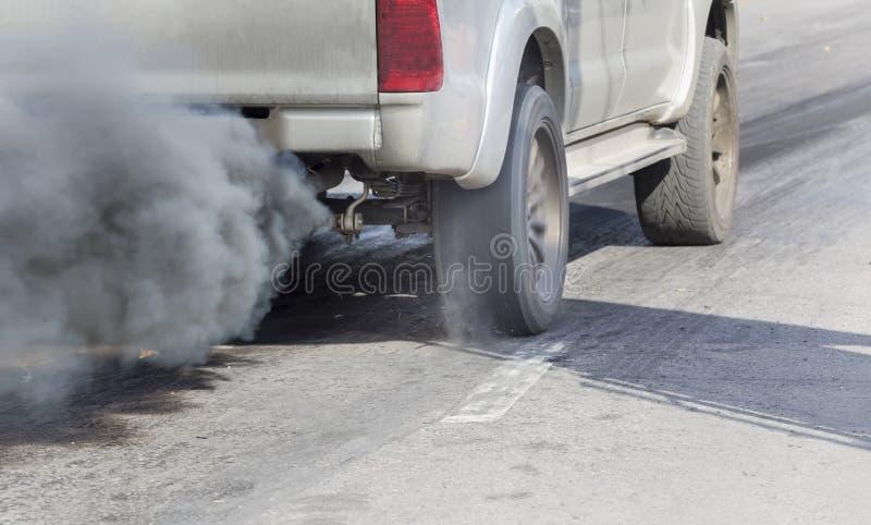 Contaminación atmosférica del tubo de escape del vehículo imagen de archivo libre de regalías