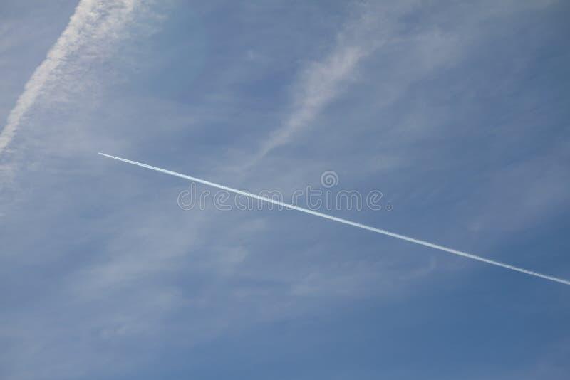 Contaminación atmosférica por los jets fotos de archivo