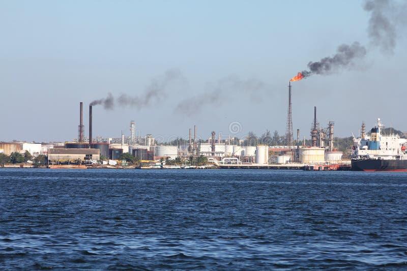 Contaminación de la refinería foto de archivo