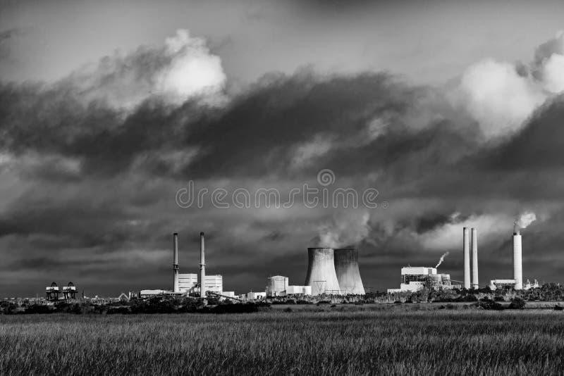 Contaminación de una central eléctrica con carbón fotos de archivo libres de regalías