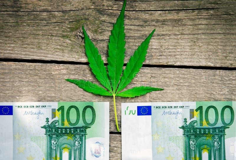 Contas do cannabis e do Euro foto de stock royalty free
