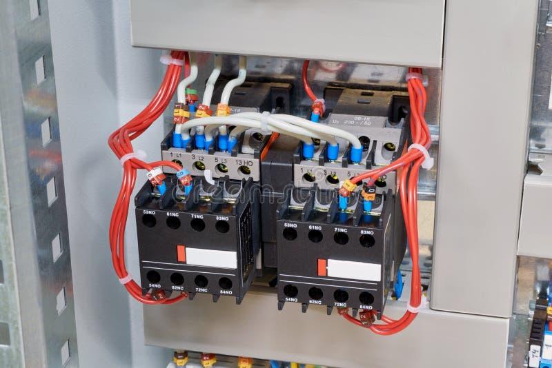 Contator dois magnético conectado no conjunto começando reverso fotos de stock royalty free