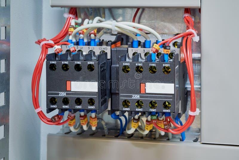 Contator dois magnético conectado no conjunto começando reverso foto de stock