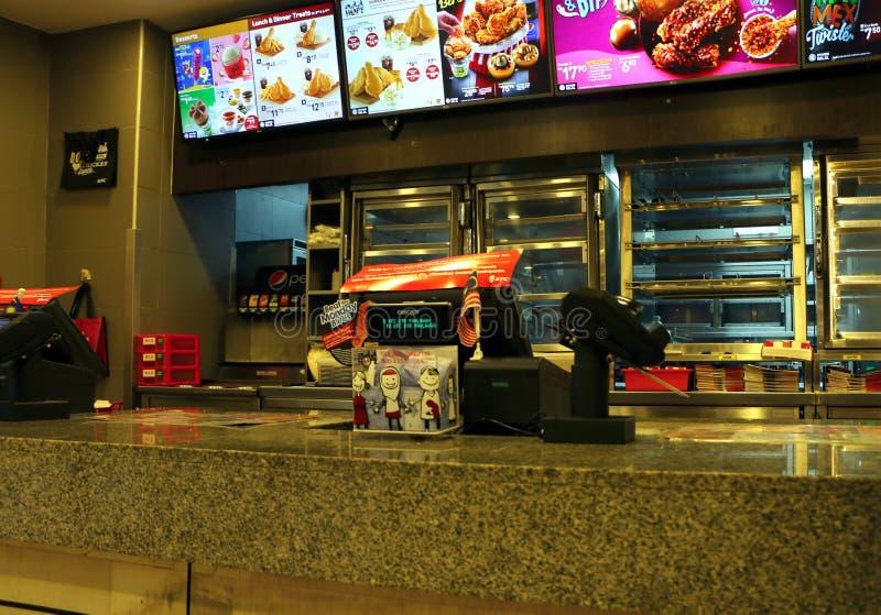 Contatore anteriore degli alimenti a rapida preparazione di KFC al centro commerciale di Dataran Pahlawan in Bandar Hilir, Melaka fotografie stock