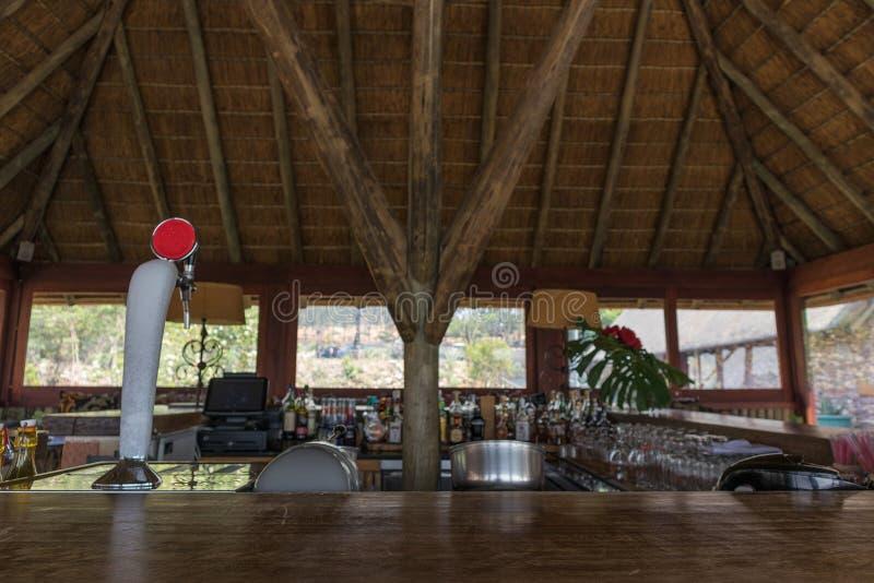 Contatore di legno della barra Vista generale immagini stock libere da diritti