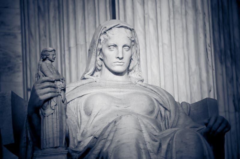 Contemplación de la justicia foto de archivo