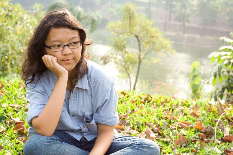 Contemplando o adolescente fêmea imagem de stock royalty free