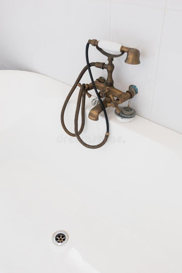 Contemporaneo interno del bagno bianco fotografia stock libera da diritti