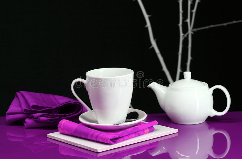 Download Contemporary Table Setting Royalty Free Stock Image - Image: 4062866