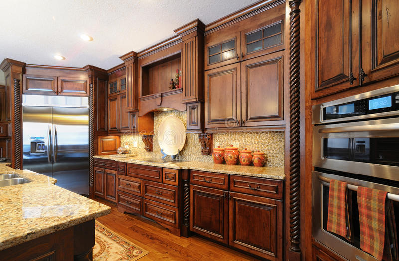 Contemporary upscale custom kitchen royalty free stock images