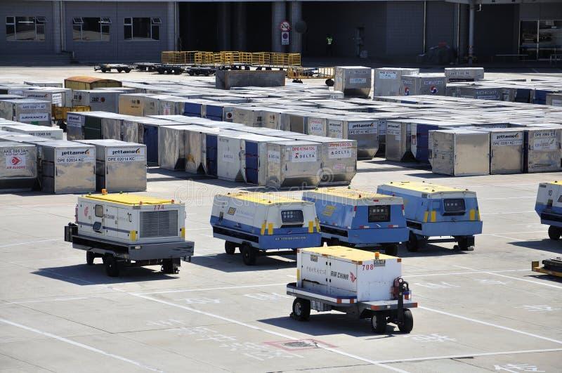 Conteneur de cargaison à l'aéroport photo libre de droits