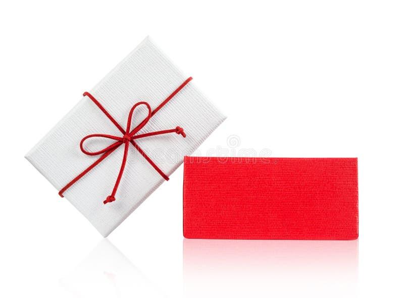 Contenitore di regalo bianco aperto con l'arco rosso immagini stock