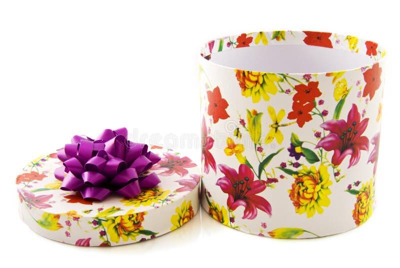 Contenitore di regalo del fiore fotografie stock libere da diritti