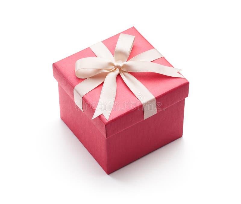 Contenitore di regalo rosa isolato su bianco fotografie stock libere da diritti