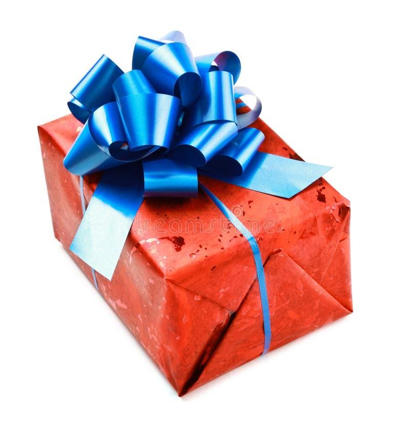 Contenitore di regalo rosso con l'arco blu fotografia stock