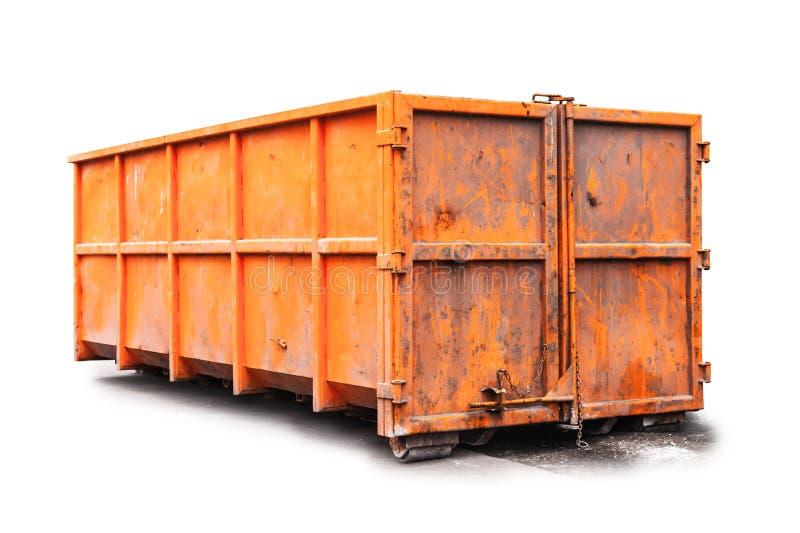 Contenitore di rifiuti arancio isolato su bianco fotografia stock
