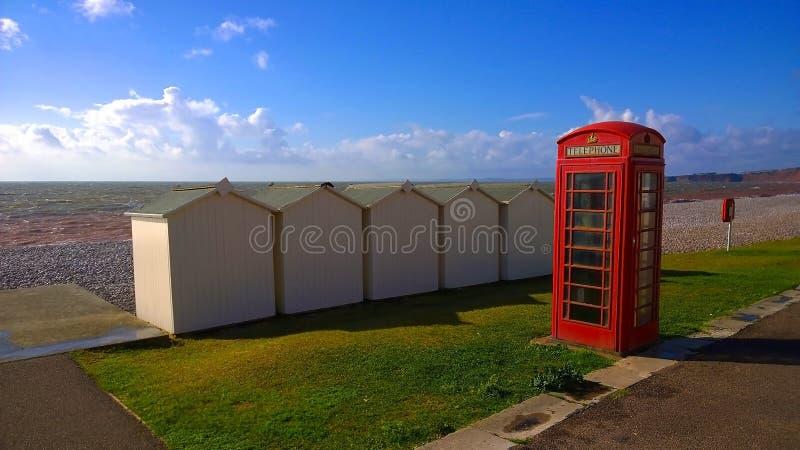 CONTENITORE di telefono su una spiaggia fotografie stock