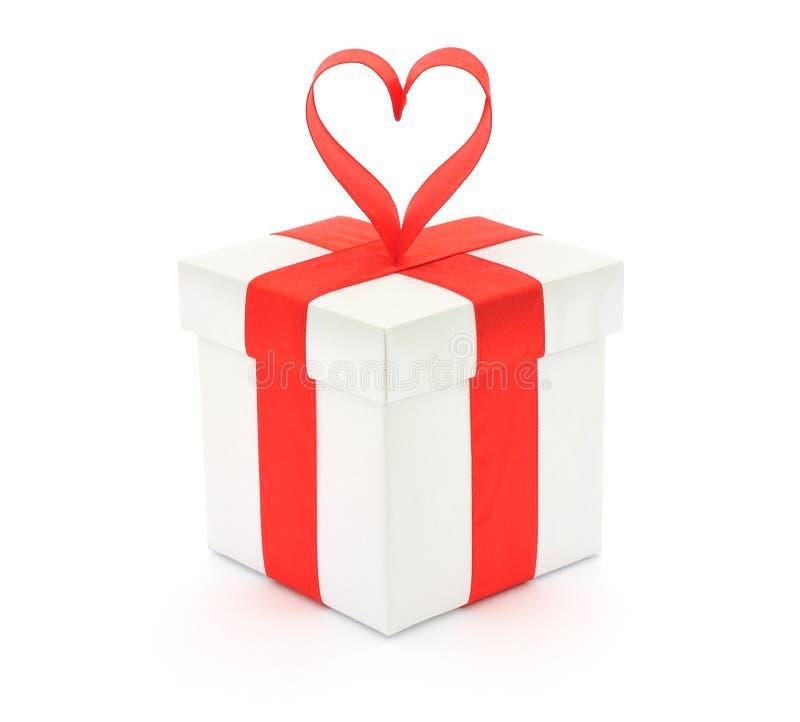 Contenitore e cuore di regalo immagini stock libere da diritti