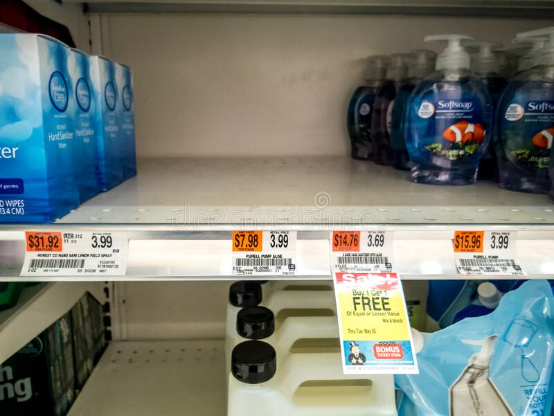 Contenitore per il trattamento delle mani venduto completamente in magazzino a causa della pandemia di Coronavirus covid-19 fotografia stock