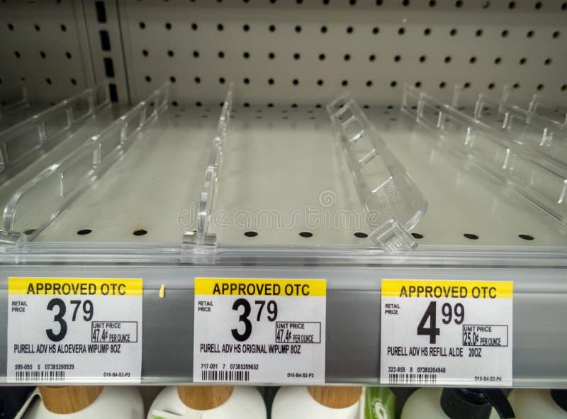 Contenitore per il trattamento delle mani venduto completamente in magazzino a causa della pandemia di Coronavirus covid-19 immagine stock libera da diritti